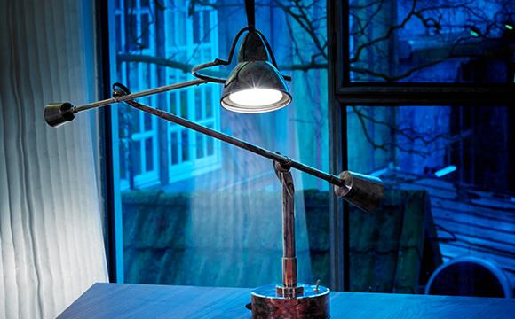 Die Wagenfeld Tischleuchte WG 24 ist der Inbegriff der Bauhaus Lampe