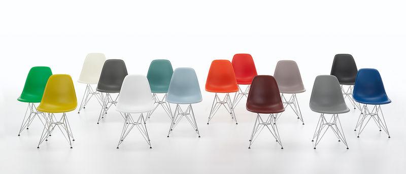 in 14 Farben und mit optimierter Sitzhöhe: Die neuen Eames Plastic Chairs von Vitra