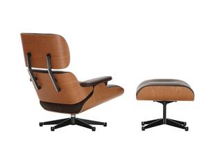Eames Lounge Chair & Ottoman – amerikanischer Kirschbaum