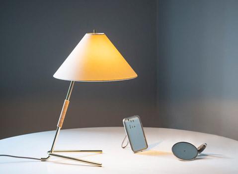 Die Hase TL Tischlampe - Ein typisches Charakterelement des österreichischen Mid-Century-Designs