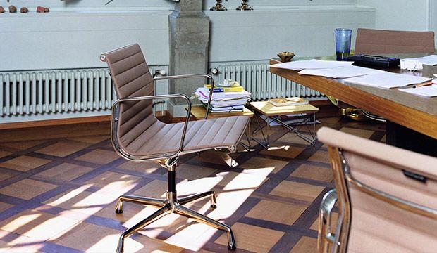 EA 104 aluminium chair