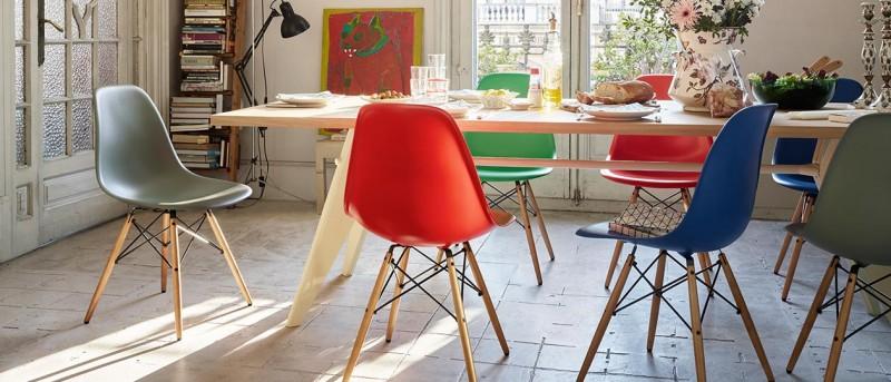Auch bunt gemixt machen die Eames Platic Chairs von Vitra stehts eine gute Figur