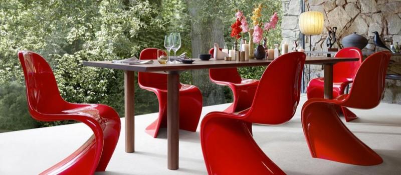 Der Panton Chair: Die ursprüngliche Version des Stuhls wird aus hochwertigem Hartschaum gefertigt und windet sich noch heute in seinem charakteristischen Gewand.
