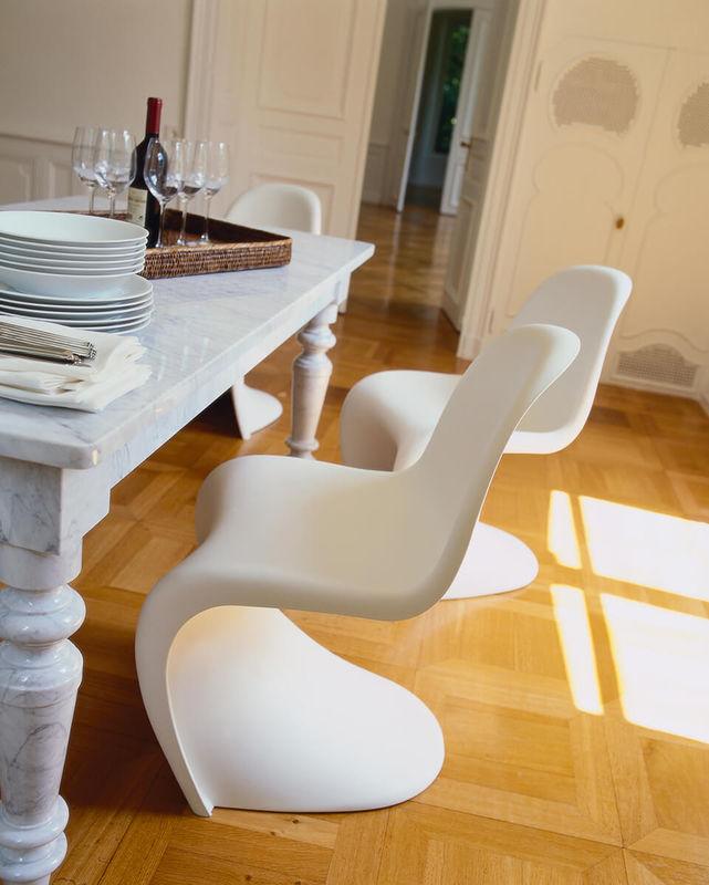Panton Chair zu Tisch