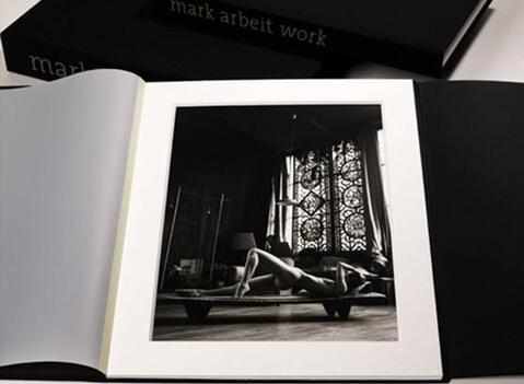 Work ist eine gelungene Sammlung der ausgesuchter Werke der Karriere des amerikanischen Fotografen Mark Arbeit