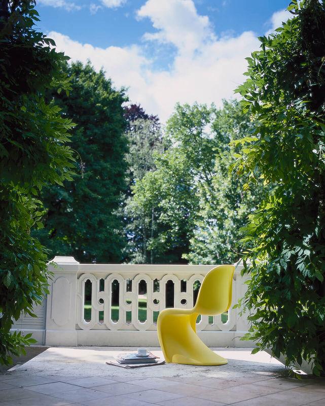 Panton Chair geniesst die Sonne