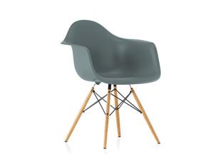 DAW Eames Plastic Armchair Eisgrau